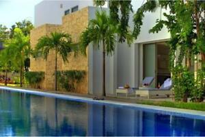VENTA CASA Playa del Carmen condominio residencial, campo de Golf, ambiente tropical y alberca ol...