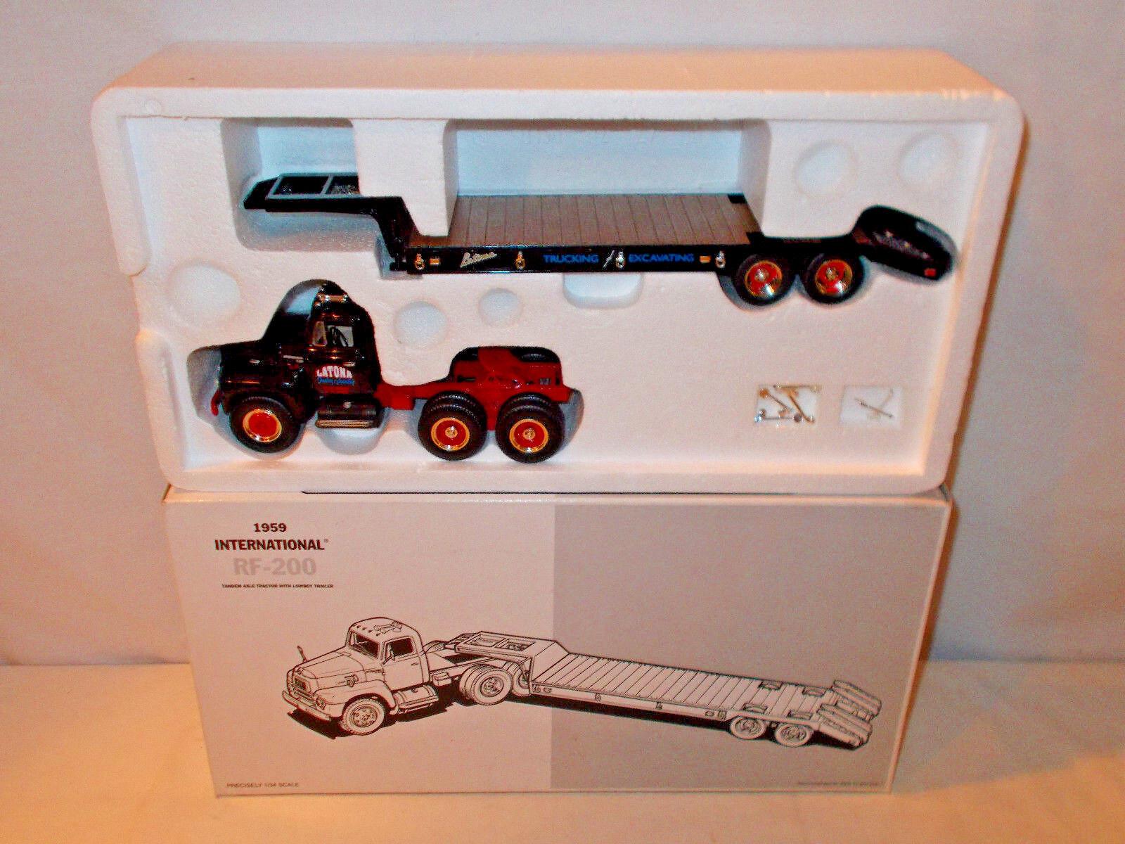 Latona Camiones Internacional RF-200 camión con remolque Lowboy por First Gear