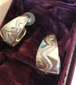 Vintage-Hoop-Earrings-Gold-Tone-Snake-Serpent-Design