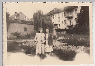 (f16444) Orig. Foto Jungen Damen Hinter Den Häusern 1943