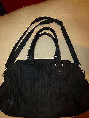 Damen-Handtasche schwarz mit Griffen und Trageriemen
