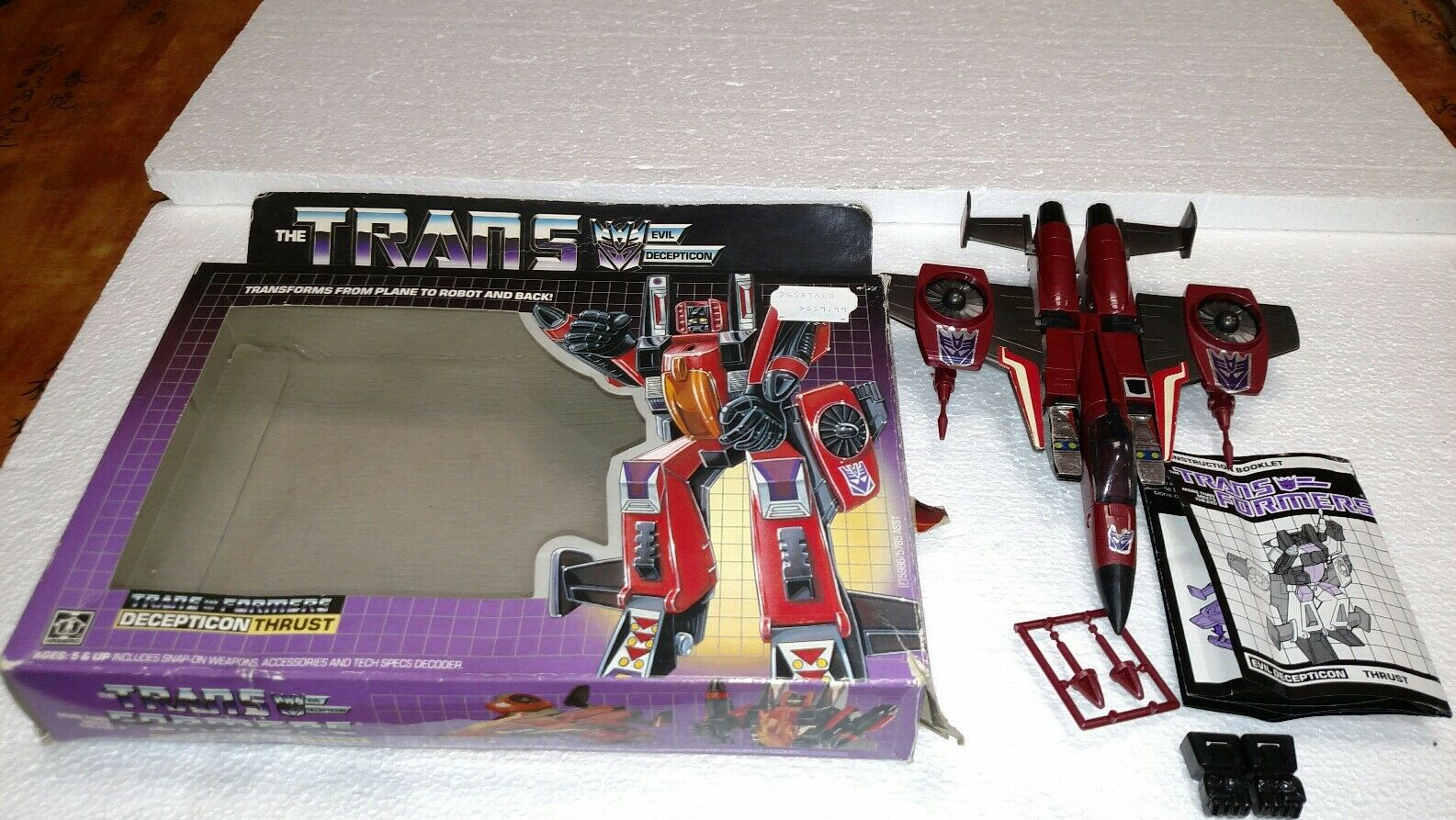 1985 TRANSFORMERS DECEPTICON THRUST WITH BOX MANUAL MISSILES & FISTS