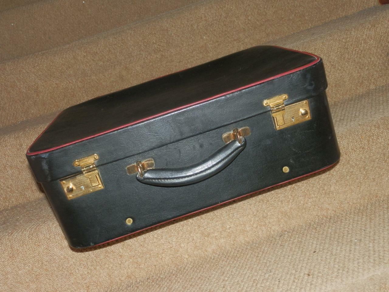 Vintage Mollet Hide Cuir Noir Bord Rouge Vanity Valise. par  HARRODS LONDON