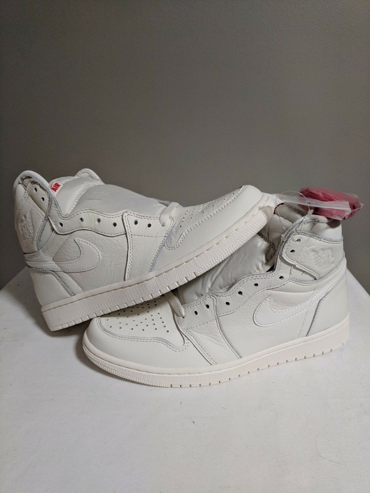 NIKE AIR JORDAN 1 RETRO HIGH OG SAIL UNIVERSITY RED white bone 555088 114 sz 8.5