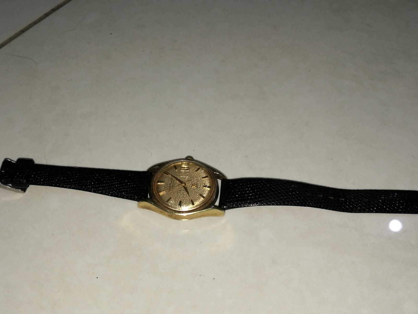 Vintage Girard-Perregaux Watch 39 Jewels Fine Leather Gyromatic gold Plated 18K