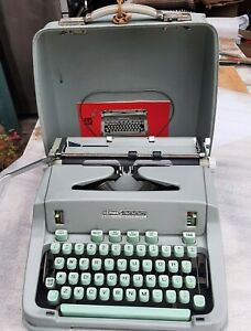 Hermes 3000 Typewriter-Beautiful Sea Foam Green-Great Condition-Smooth Action