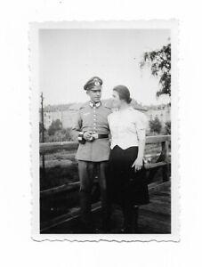 Foto-Soldat-in-Uniform-Muetze-Frau
