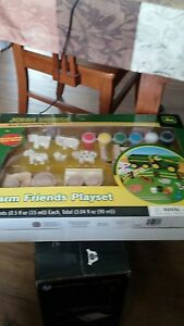 BRAND-NEW-IN-BOX-John-Deere-Real-Wood-Painting-Kit-Farm-Friends-Playset