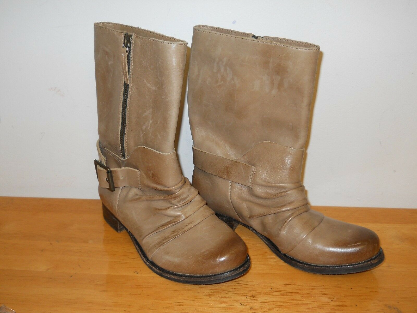 Vince Camuto NEU Damenschuhe Shada Light Braun Stiefel 5 M Schuhes NWOB Distressed