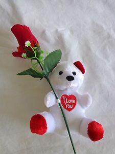"""/""""I Love You/"""" Teddy Bear Roses /& Hearts Plush NEW"""