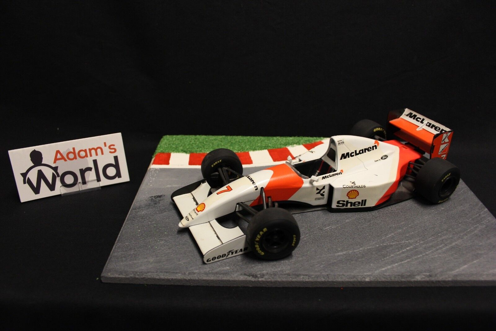 disponibile Minichamps McLaren Ford MP4-8 1993 1 18  7 7 7 Mika Hakkinen (FIN) (F1NB)  negozio outlet
