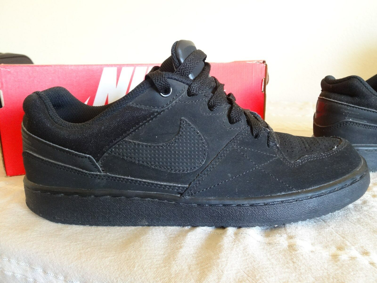 Nike black Air low low low tops Size 8 Soft material 34925c