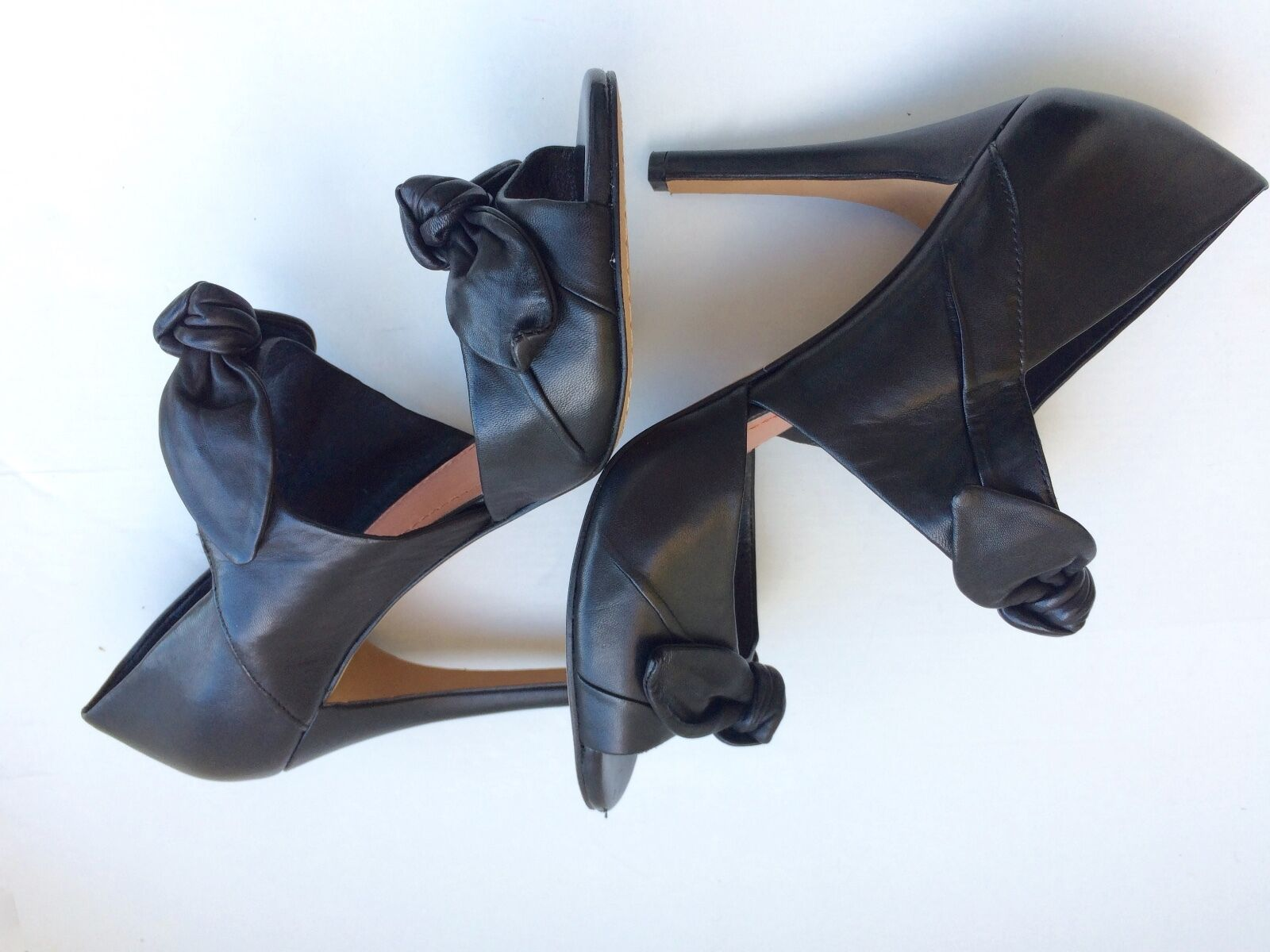 alto sconto Vince Camuto nero Leather 4in. Heel with two bows across across across ankle & top of foot  in linea