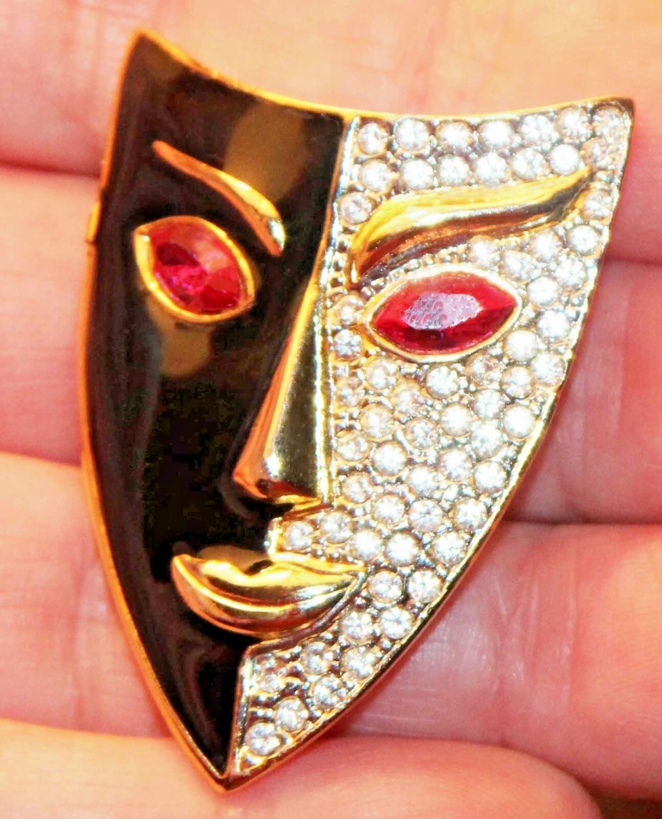 GORGEOUS VINTAGE SIGNED gold PLEATED & ENAMEL TRIBAL FACE MASK BROOCH   PIN