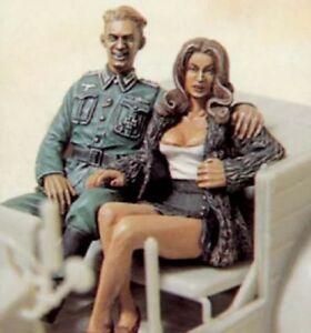 1-35-Resin-Figure-Model-Kit-German-Officer-with-Sexy-Girl-Two-Figure-Unpainted