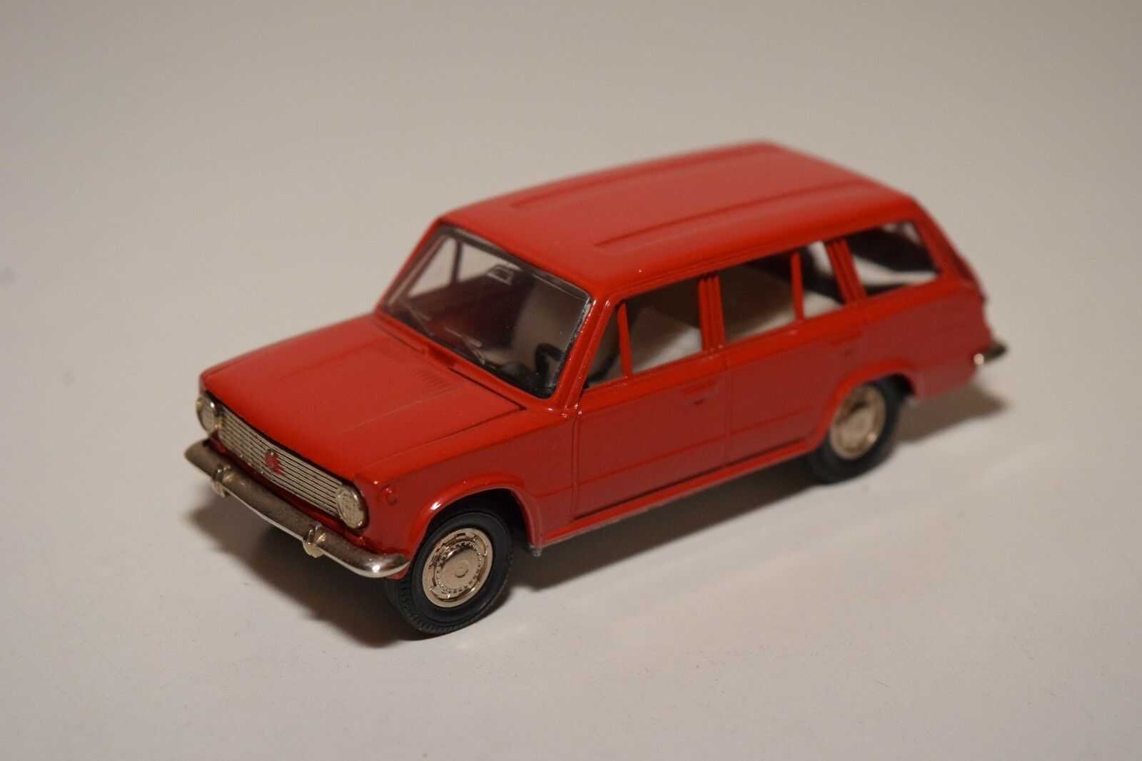 E RUSSIAN CAR USSR CCCP NOVOEXPORT A11 LADA BA3-2102 rosso NEAR MINT CONDITION