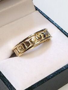 9ct-Yellow-Claddagh-Band-Ring-Ladies-Size