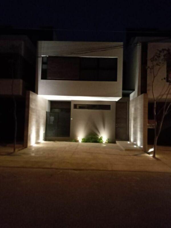 Se Renta Town House en Montebello