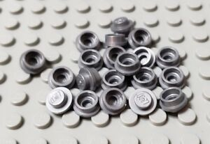 LEGO SPARES PARTS 4073 FLAT SILVER PLATE ROUND 1 X 1 STRAIGHT SIDE X 20 PIECES