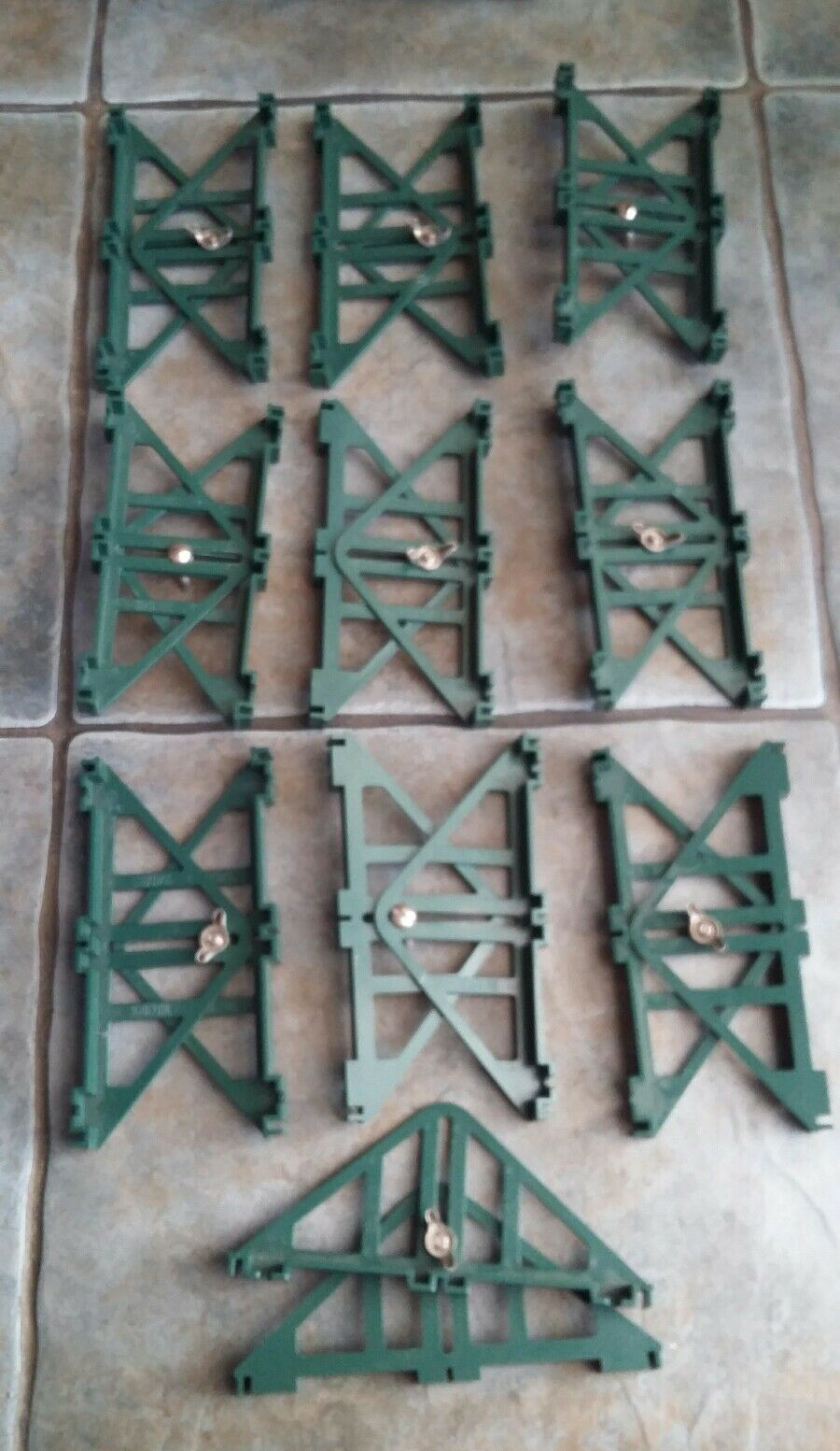 10 PAIRS OF VINTAGE SCALEXTRIC GREEN PLASTIC BRIDGE SUPPORTS 20 SINGLE IN TOTAL