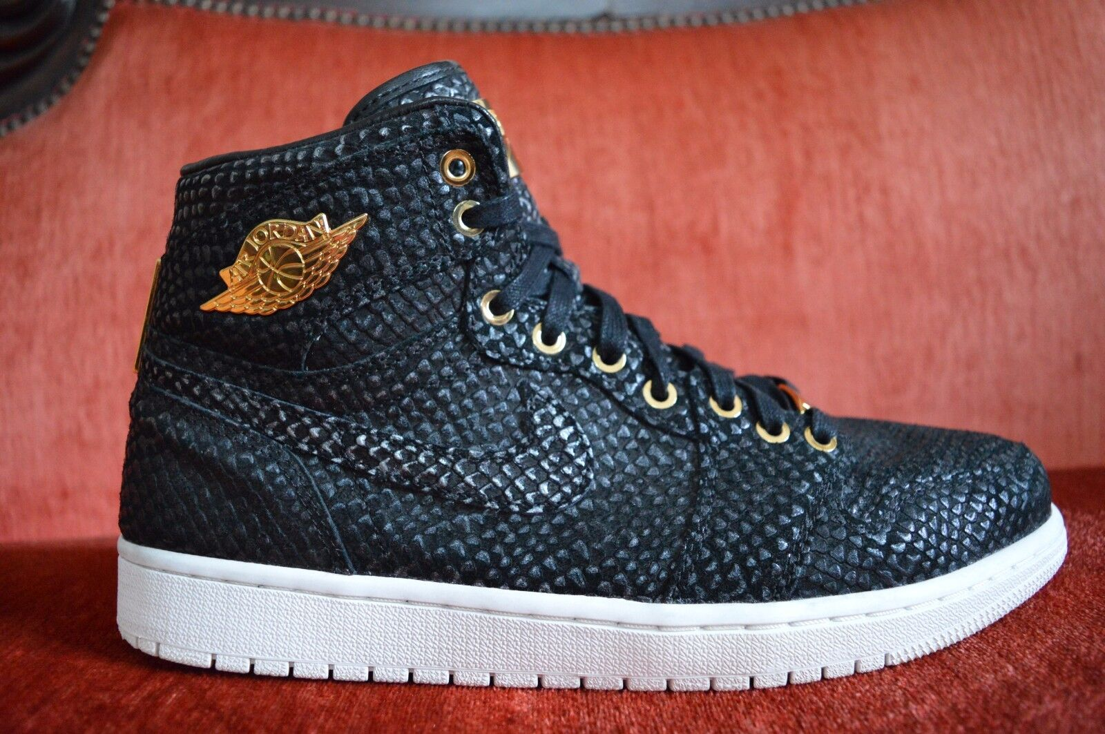 VNDS Nike Air Jordan 1 Pinnacle Black Metallic 24K Gold 705075-030 Mens Size 11