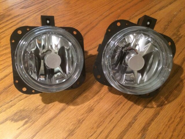 Ford FOCUS with APPEARANCE PACAKGE Fog Lights Pair with NEW Bulbs 2006 2007