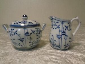 Porcelain-Jug-Sugar-Bowl-Straw-Flowers-Gold-Rim-Hand-Painting-Defective