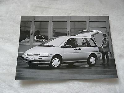 n0008-2 Presse Foto Werkfoto Press Photo 05.1991 Nissan Prairie Pro Slx