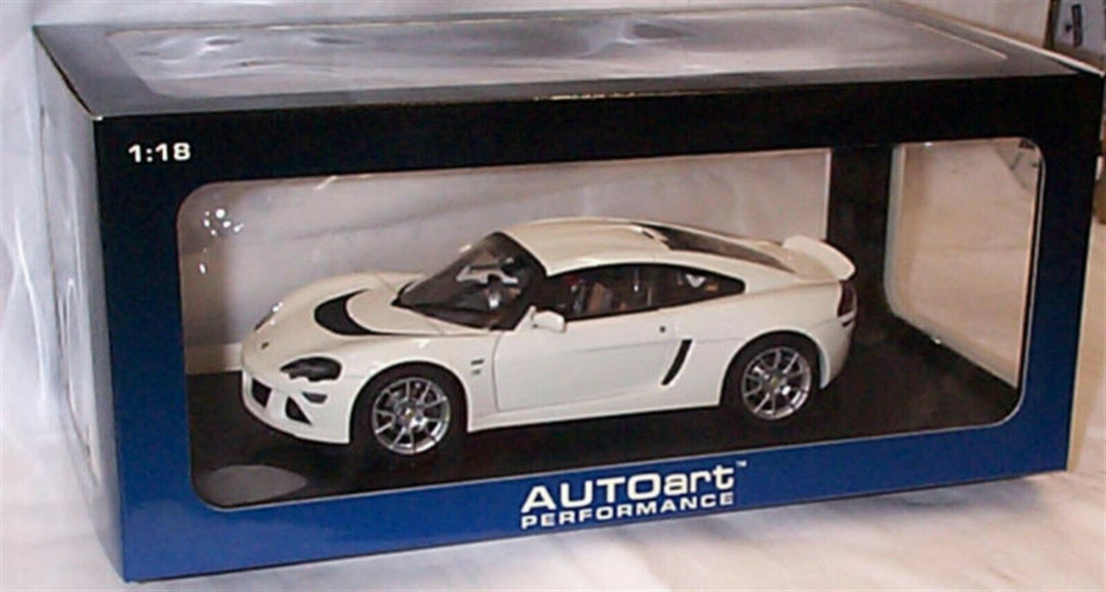 LOTUS EUROPA S Blanc AUTOART 75368 RHD New in Box 1-18 Scale ouverture Pièces