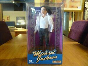 1995 Street Life Michael Jackson Noir Ou Blanc Présentoir Poupée Figure Boxed Comme Neuf! PréParer L'Ensemble Du SystèMe Et Le Renforcer