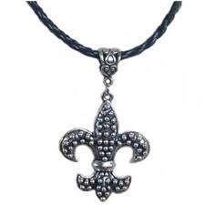 bijou gothique vampire  vintage collier cordon tressé - pendentif Fleur de Lys