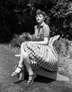 OLD-CBS-RADIO-PHOTO-CBS-Radio-actress-Cynthia-Carlin-c1940s-2