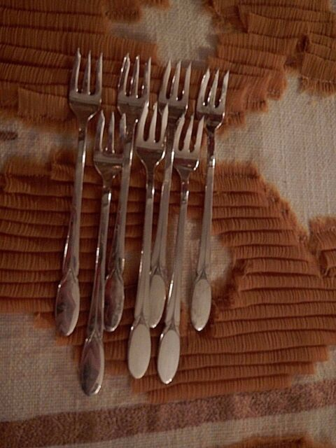 1847 Rogers Bros Sylvia silverplate 7 cocktail seafood relish forks EXCELLENT