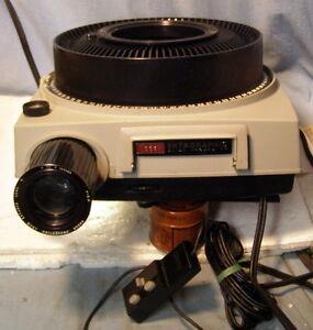 ** KODAK - EKTAGRAPHIC 35mm PROJECTOR w REMOTE CONTROL -- NICE and works well **