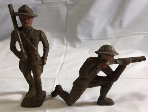 Packung mit Zwei Gusseisen Barclay Manoil Soldaten Eins Marsch & Eins Schießen Action- & Spielfiguren
