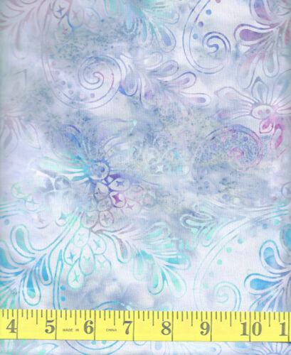 Floral Leafy Plumes on a Gray Background 1//2 yd Batik Textiles 2915