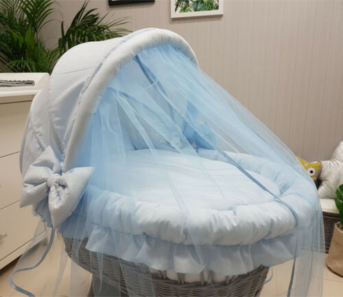 WICKER MOSES BASKET WITH HOOD TULLE BIG WHEELS /& BLUE BEDDING STAND