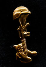 BATTLE CROSS MEMORIAL M-16 RIFLE /& HELMET Military Veteran Hat Pin P12578-2 EE