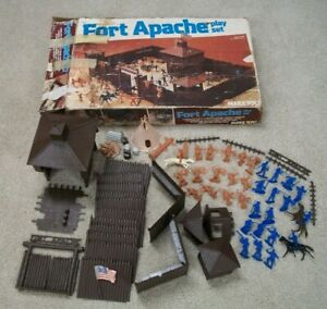 VINTAGE-1977-MARX-FORT-APACHE-4202-PLAYSET-VERY-CLEAN-ACCESSORIES-w-BOX