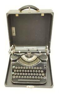 Vintage 1936 Underwood Universal Touch Tuning Portable Typewriter w/Case