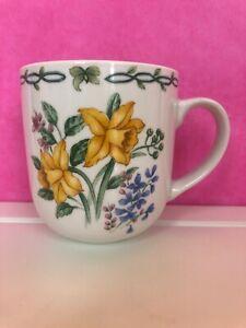 2-PC-Vintage-White-Floral-Garden-THOMSON-POTTERY-Jonquil-Daffodil-Coffee-Tea-Mug