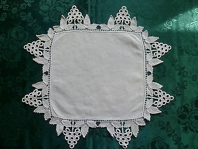 VINTAGE WHITE HAND CROCHETED GRAPE PATTERN LARGE DOILEY
