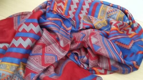 180 cm x 110 cm BNWT-Soft-Ex Long-Red or Coral Aztec Design-Shawl Scarves