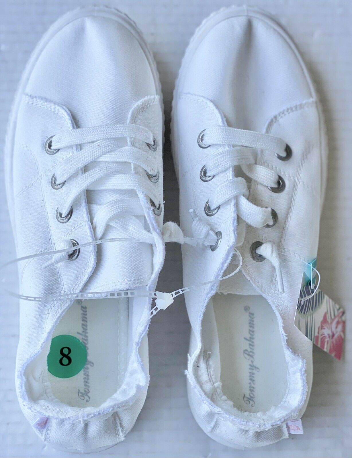 Tommy Bahama Women's Flat Shoes Size 8 White Memory Foam NWOB Very Comfy Shoes!