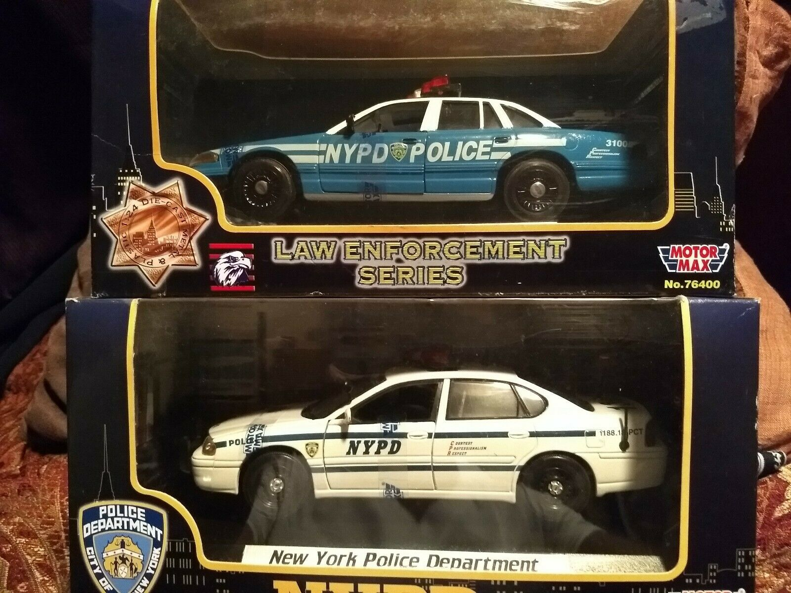 Ford Crown Vic Chevy Impala NYPD 1 24 scale DieCast Motor max new in Boxes