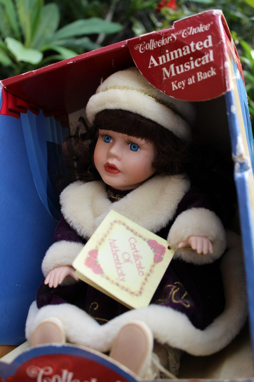 Da collezione fine porcellana biscuit Bambola Musicale scelta da collezione in inverno pelliccia