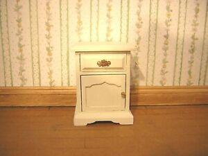 100% De Qualité 1/12th Dollshouse Miniature Peinte à La Main De Chevet Armoire-afficher Le Titre D'origine