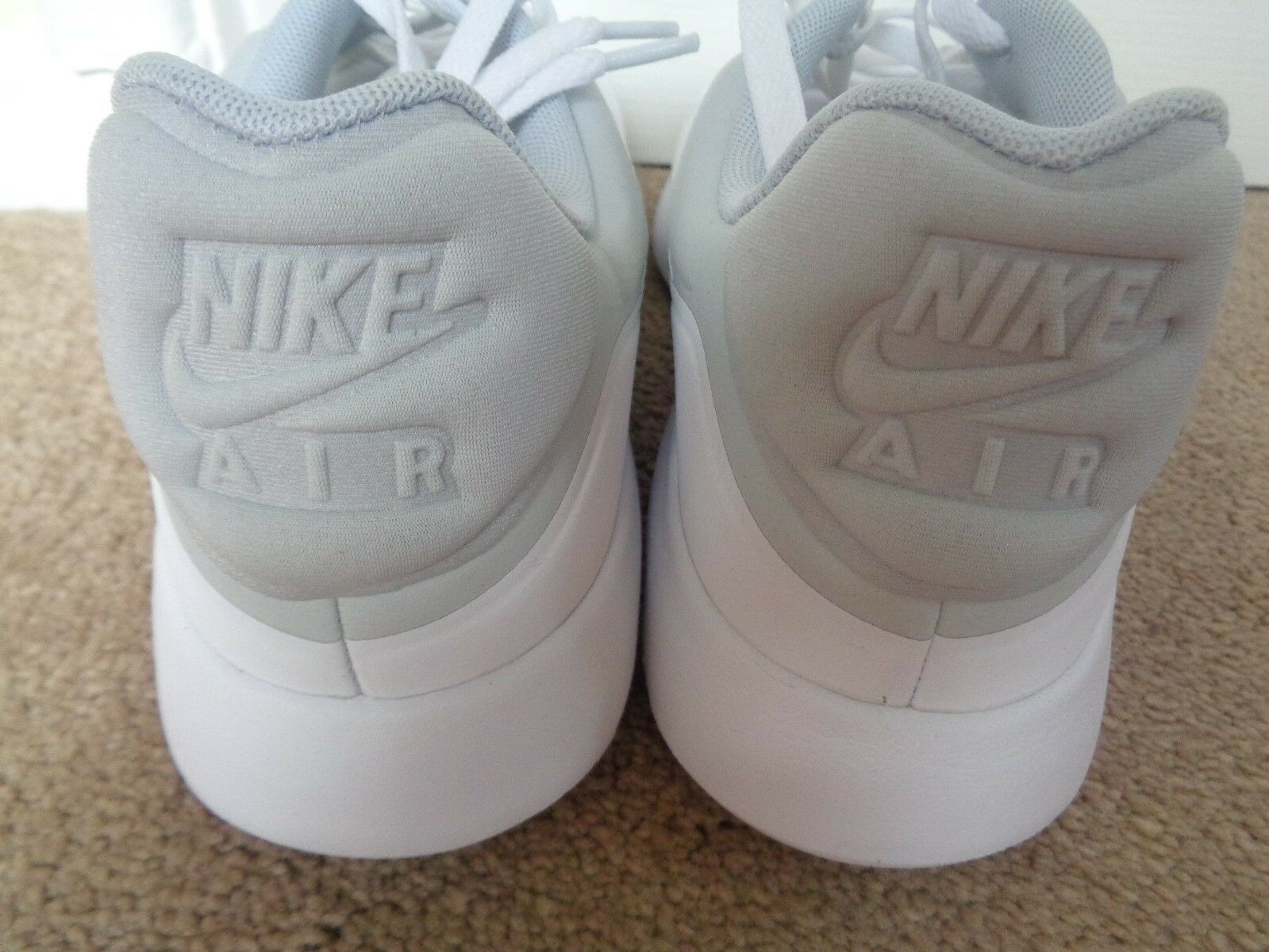 Nike AIR MAX Moderno Scarpe Da Da Da Ginnastica Essenziali 844874 100 EU 45 US 11 NUOVE 908ecc
