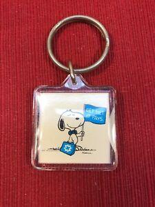 SNOOPY-039-GET-MET-IT-PAYS-039-KEY-RING-vintage-advertising-peanuts-Charlie-Brown
