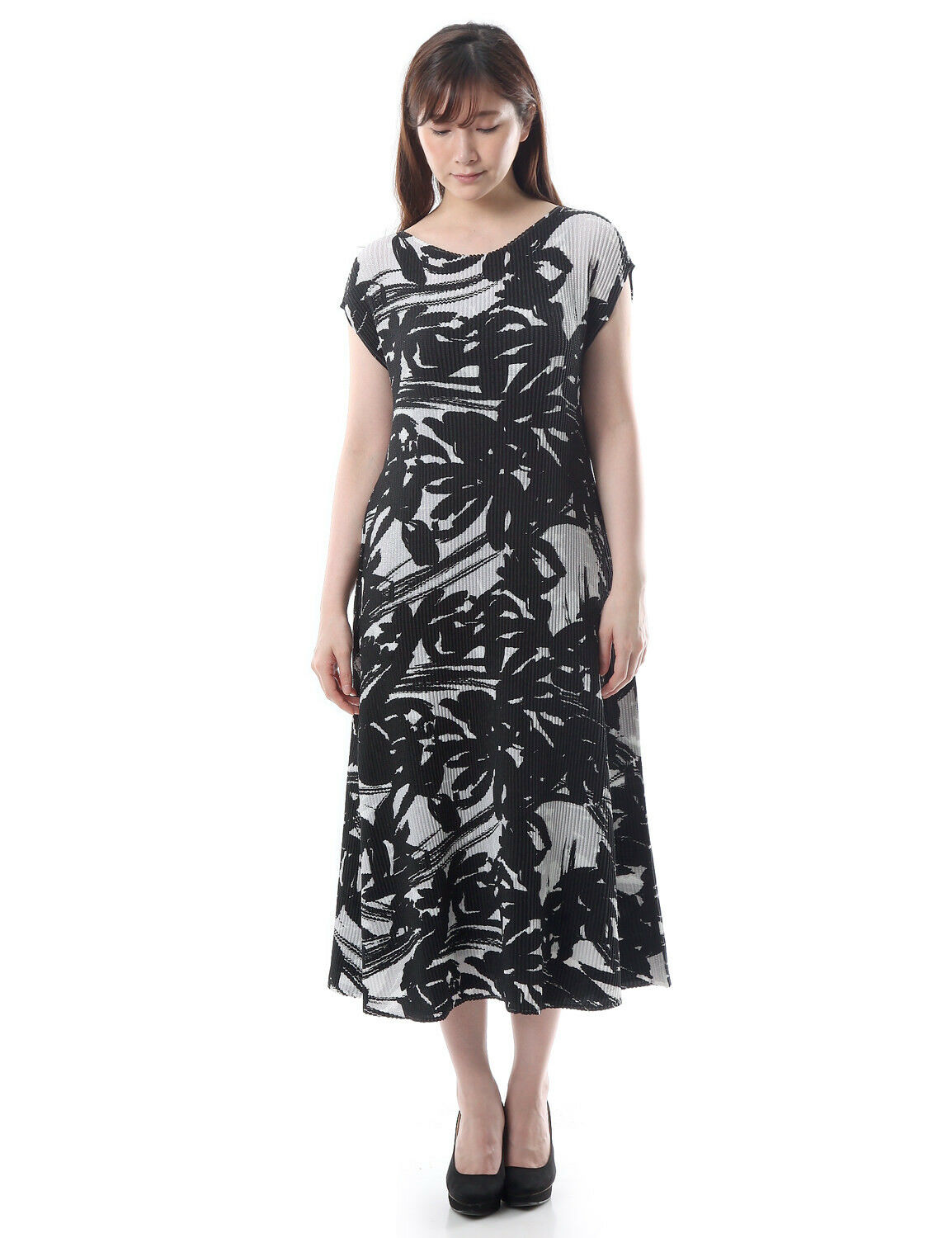 SHUTTLE PLEATS Monotone Botanical print french sleeve A line Dress 2-28.
